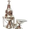 Conjunto - Naveta + Turíbulo (28cm) Naveta em metal com banho niquelado                                                Medidas: 12 cm de altura Turíbulo cinzelado